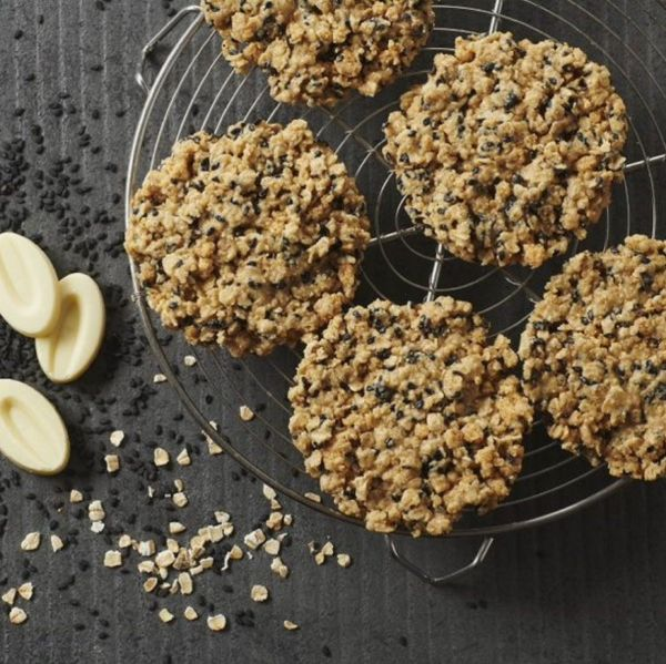 Cookies au Petit Epeautre, Sésame Noir et Chocolat Ivoire